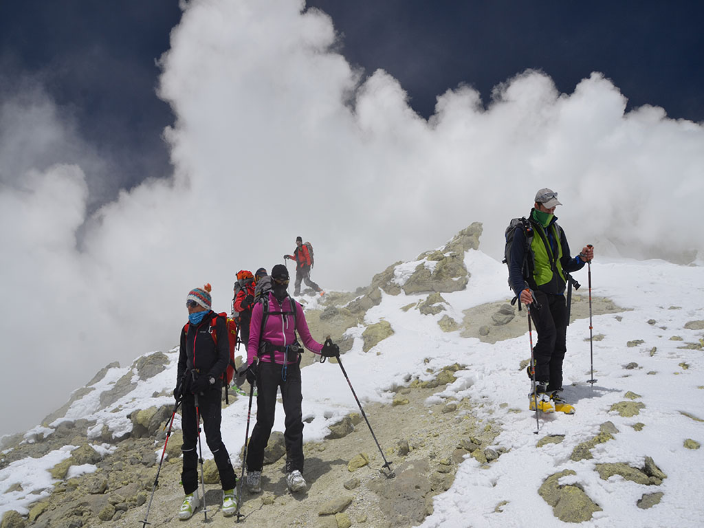 Sulforic Band (5500 m) near Damavand summit