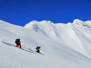 www.iranexploration.com-iran-tour-operator-holiday-cultural-adventure-skiing-iran-zagros-massif-zardkooh-backcountry-ski-ski-touring-01-300X225