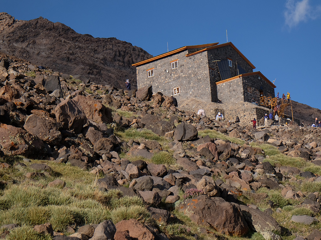 Damavand South side Hut, Bargahe Sevom 4250 m